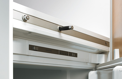 Elektromechanisches Öffnungssystem Easys für Kühlschränke von Hettich